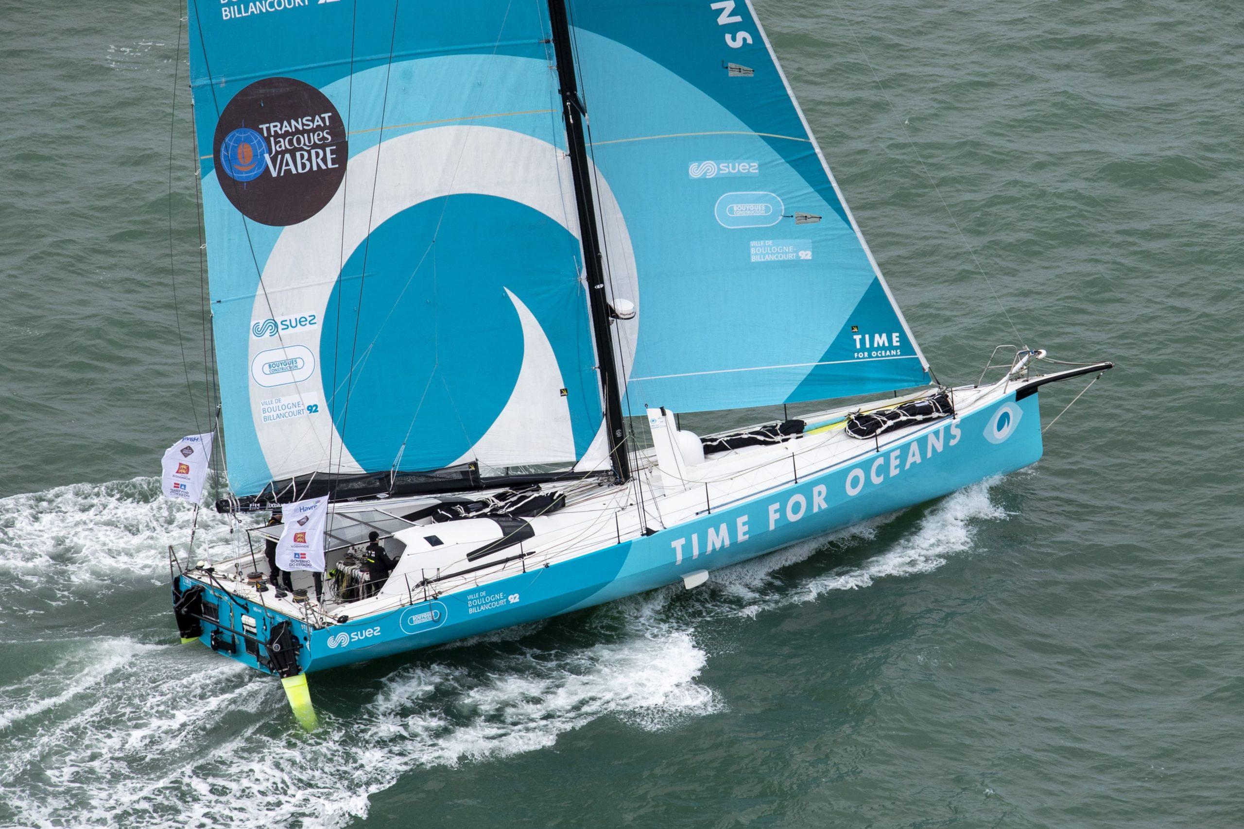 Stéphane Le Diraison et François Guiffant prennent le rythme à bord de Time For Oceans.