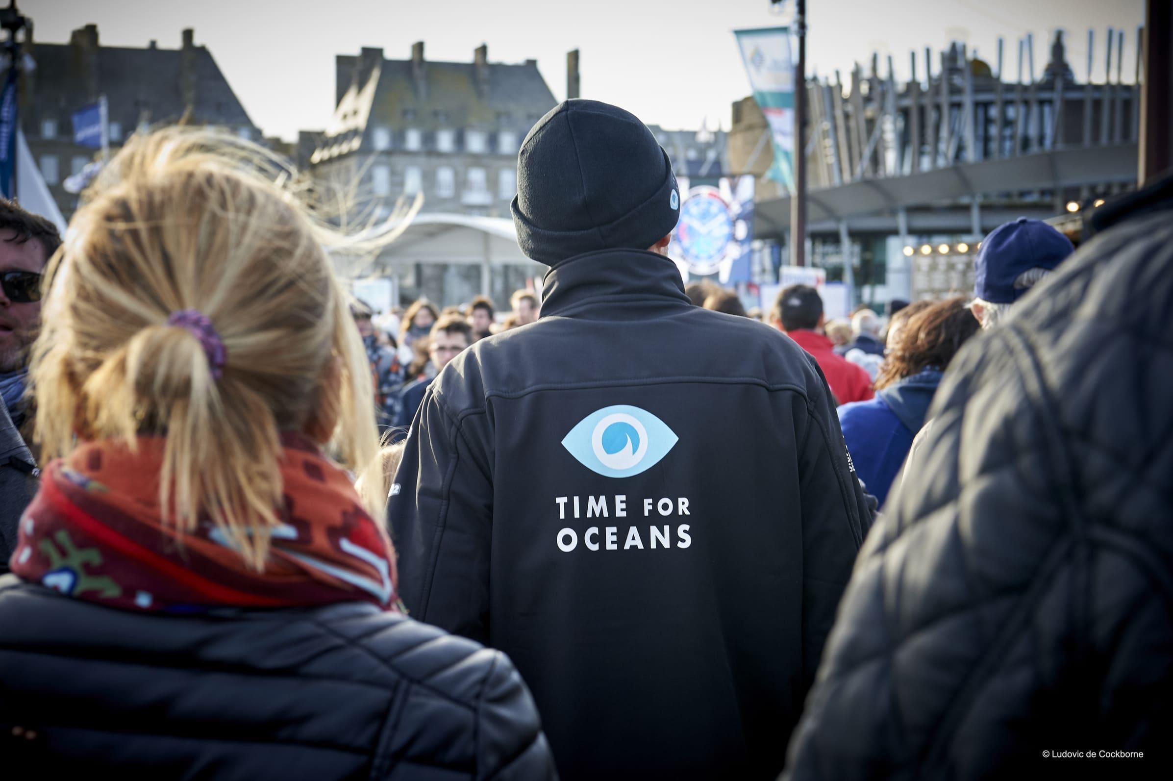 Stéphane Le Diraison promeut la cause des océans et s'affaire aux derniers préparatifs de l'IMOCA Time For Oceans avant le départ de la Route du Rhum 2018.