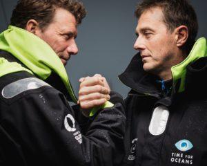 Stéphane Le Diraison et François Guiffant dans le pot-au-noir à bord de Time For Oceans.